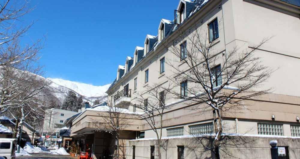 hakuba_springs_hotel_exterior