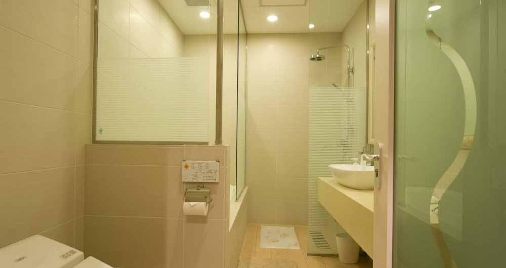 m_hotel_bathroom_210515_medium