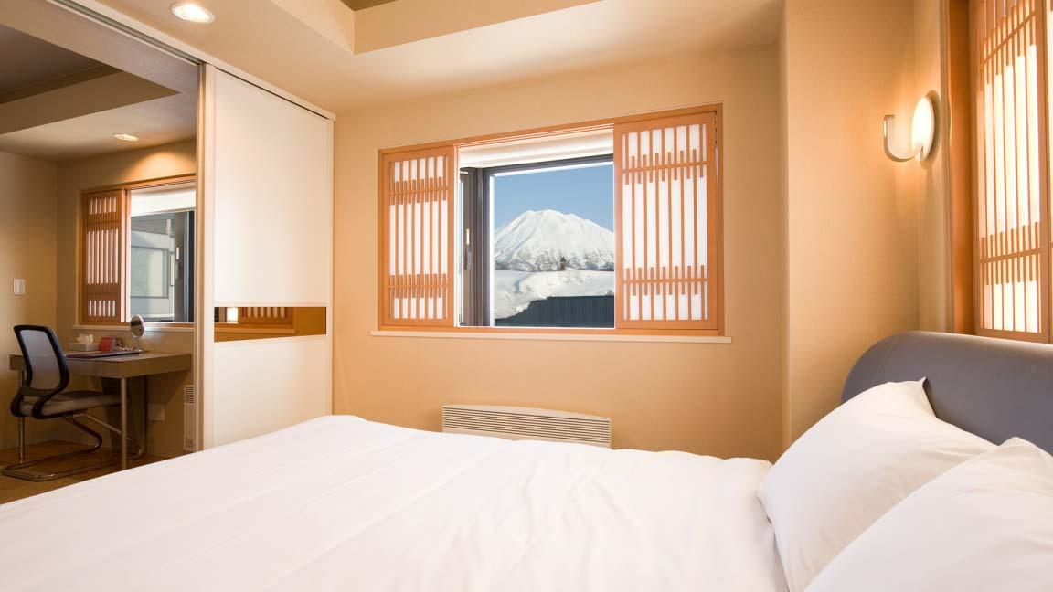 m_hotel_bedroom1_210515_medium