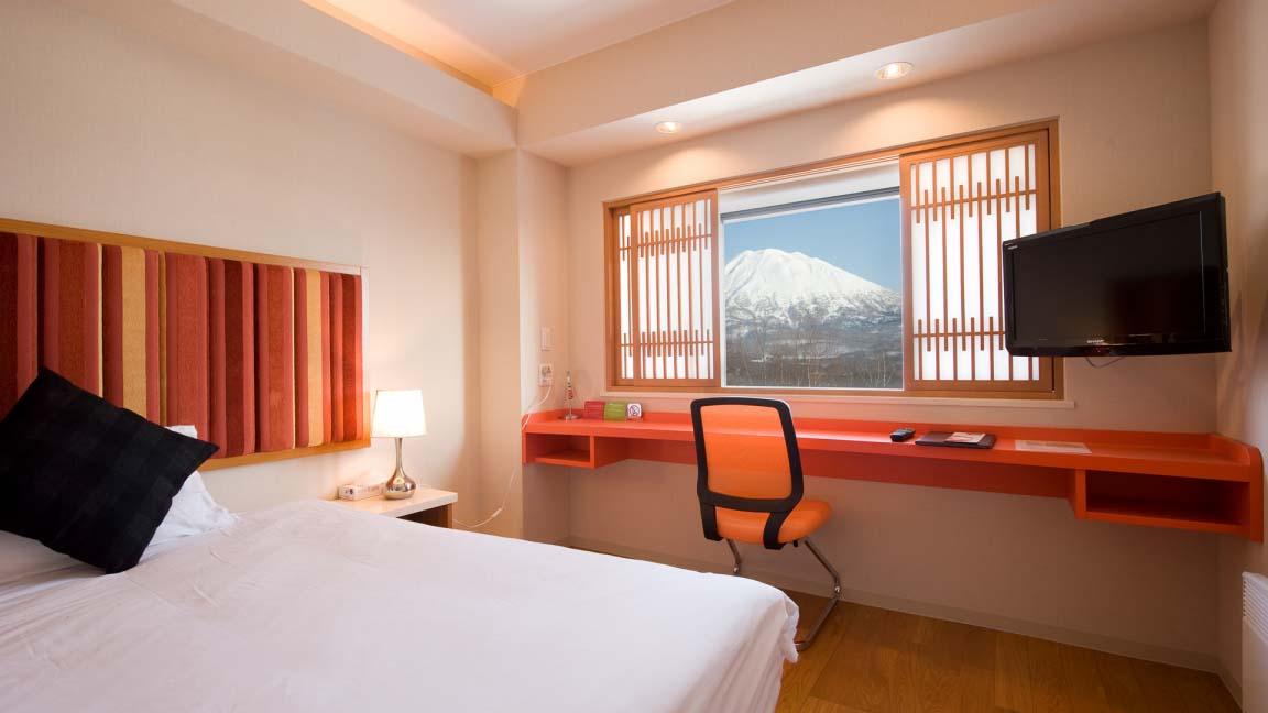 m_hotel_bedroom2_210515_medium