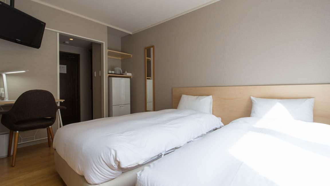m_lodge_western_room2_210515_medium