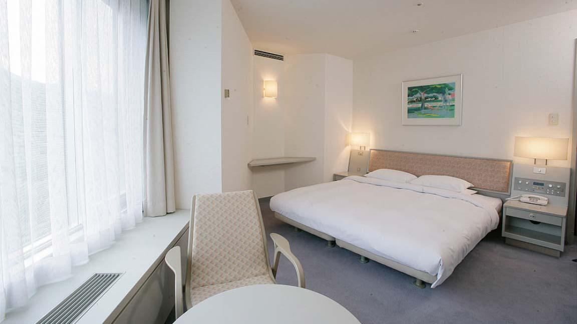 new_furano_prince_hotel_double_room_140515_medium