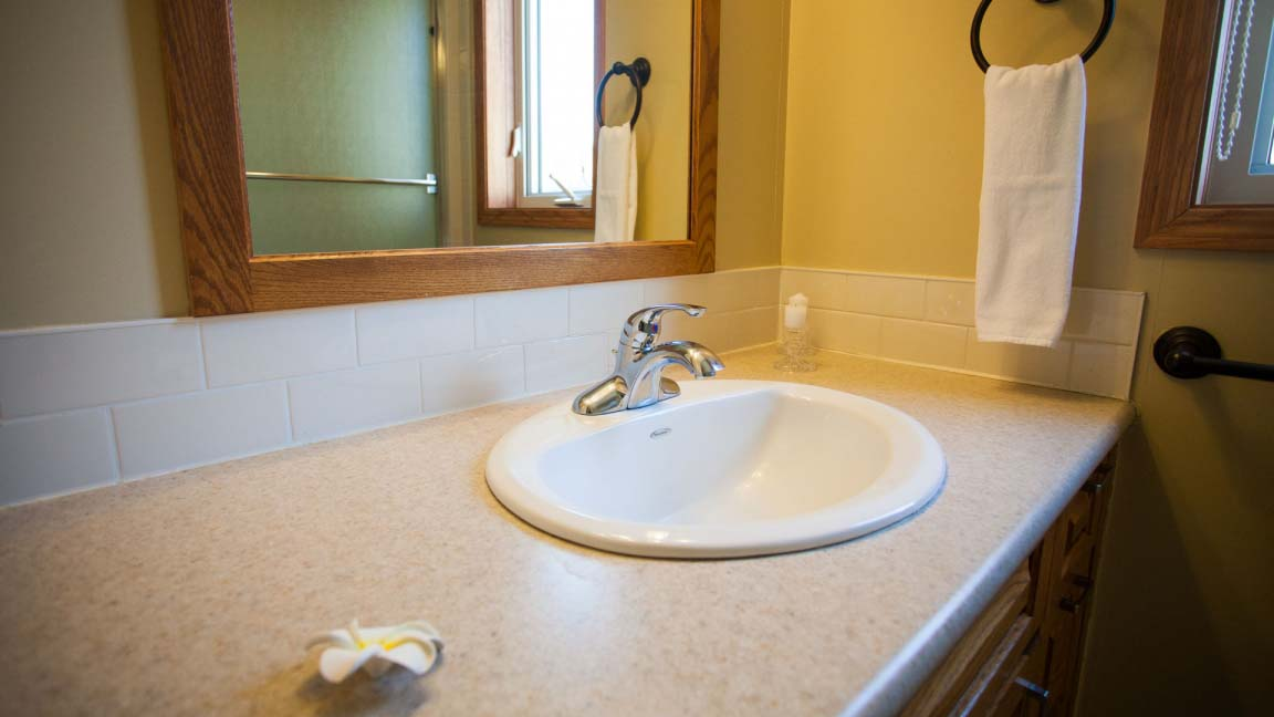 niseko_alpine_apartments_bathroom_190515_medium