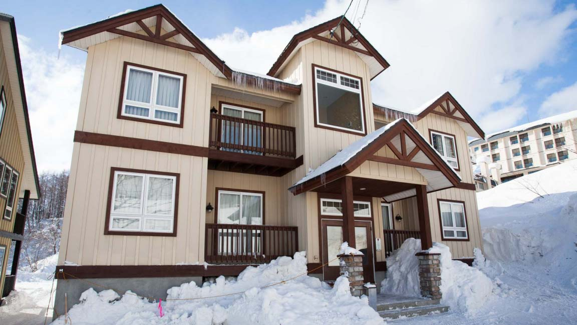 niseko_alpine_apartments_exterior_day_190515_medium