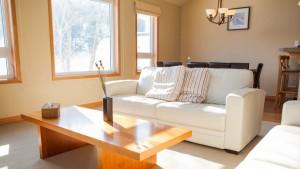 niseko_alpine_apartments_living_190515_medium