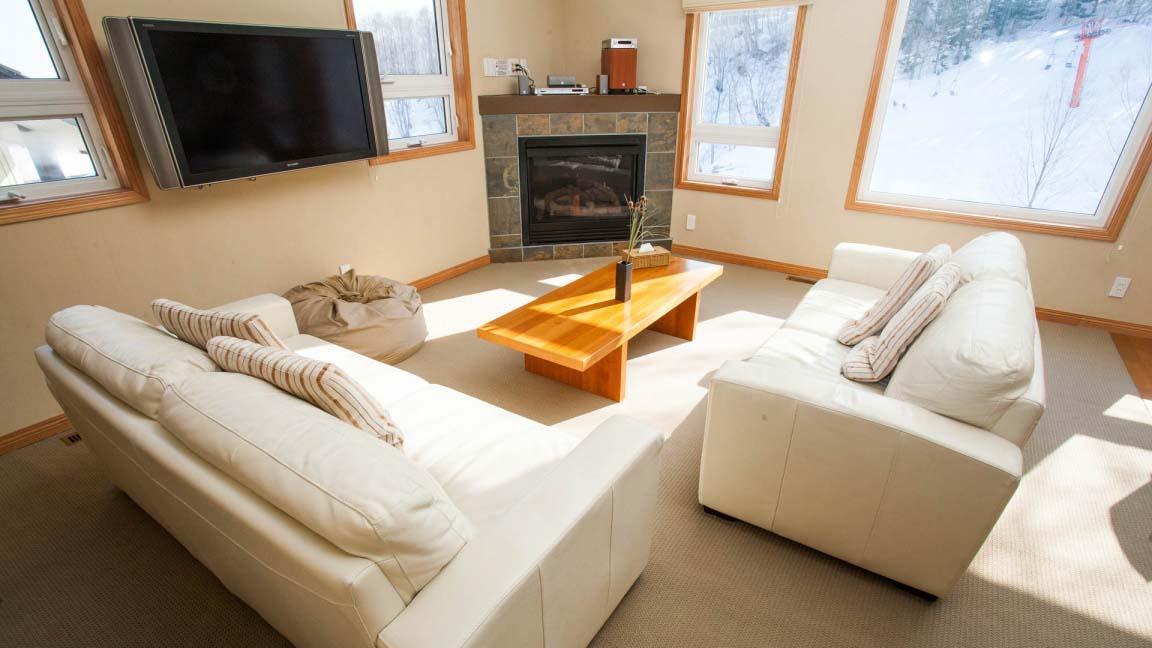niseko_alpine_apartments_living_room_190515_medium