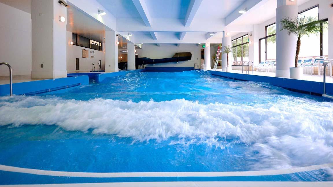 rusutsu_north_and_south_wing_rusutsu-resort-north-south-wave-pool_080515_medium