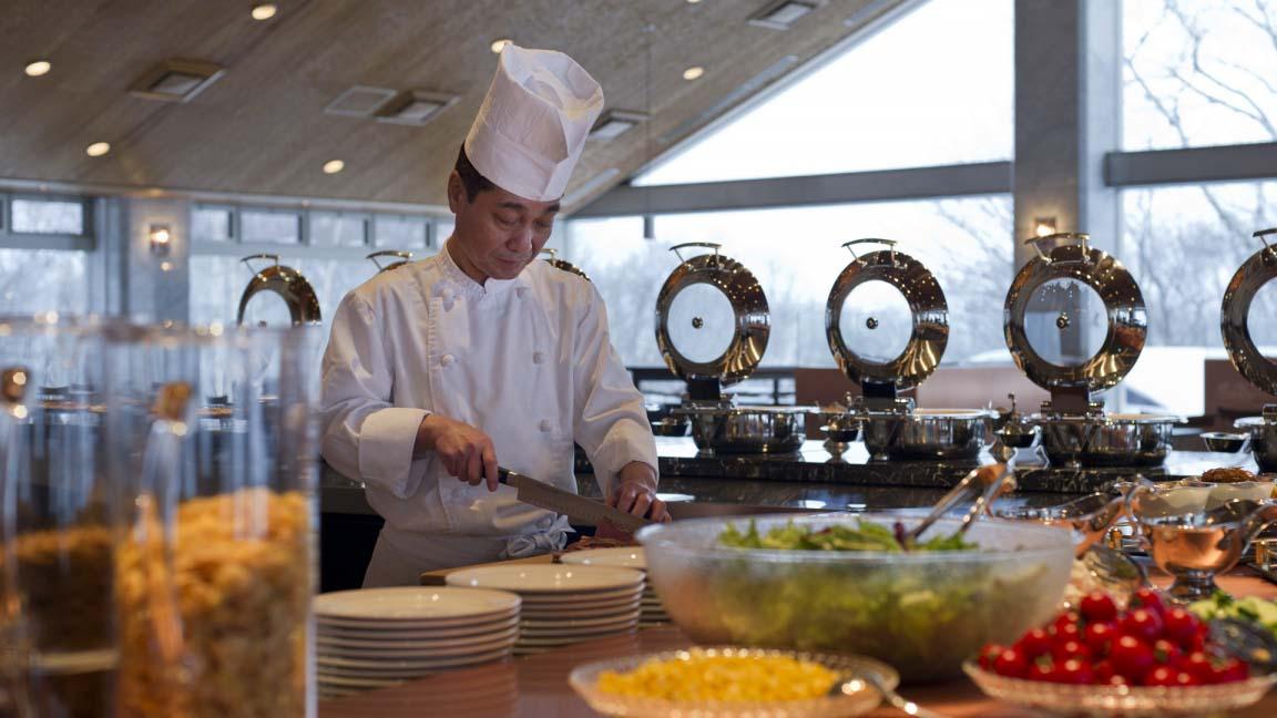 the_green_leaf_niseko_village_restaurant1_200515_medium