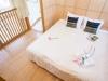 yotei_cottage_bedroom_loft_190515_medium