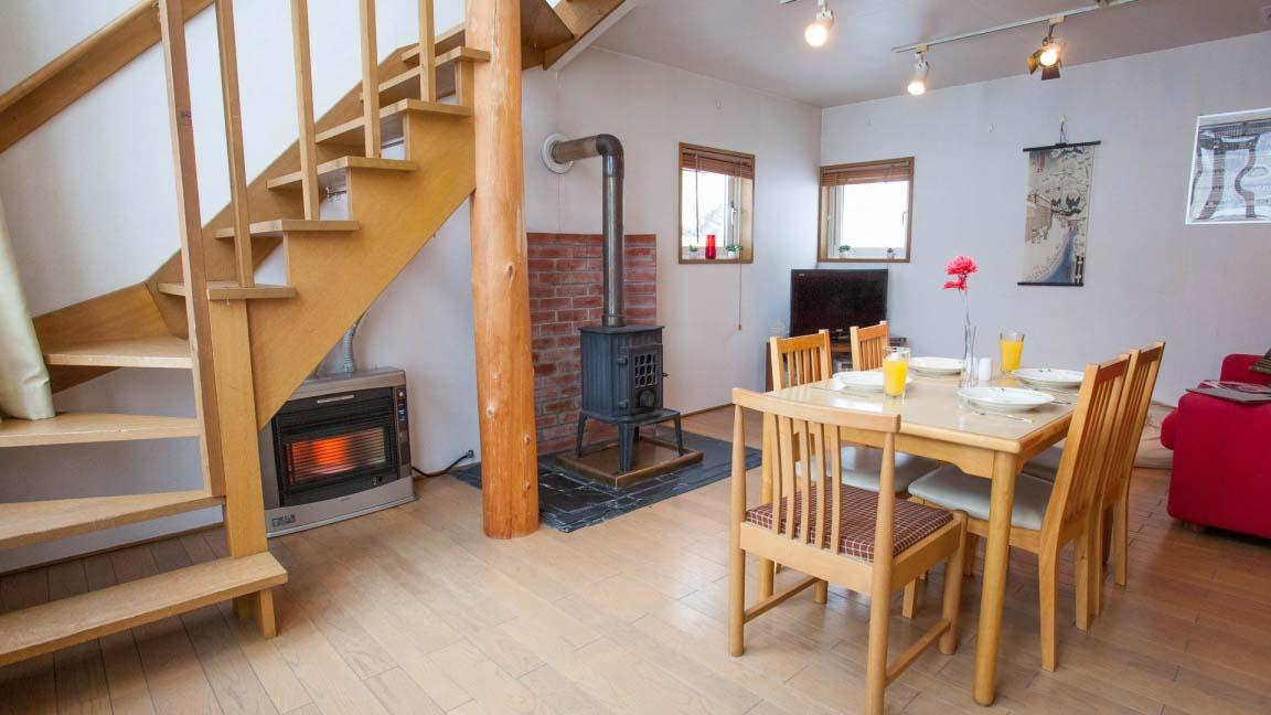 yotei_cottage_dining_stairs_190515_medium