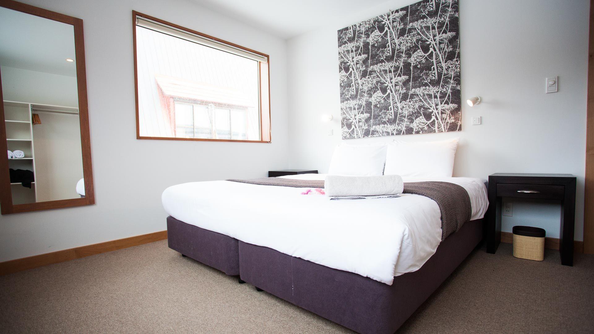 bedroom_w(1)_large