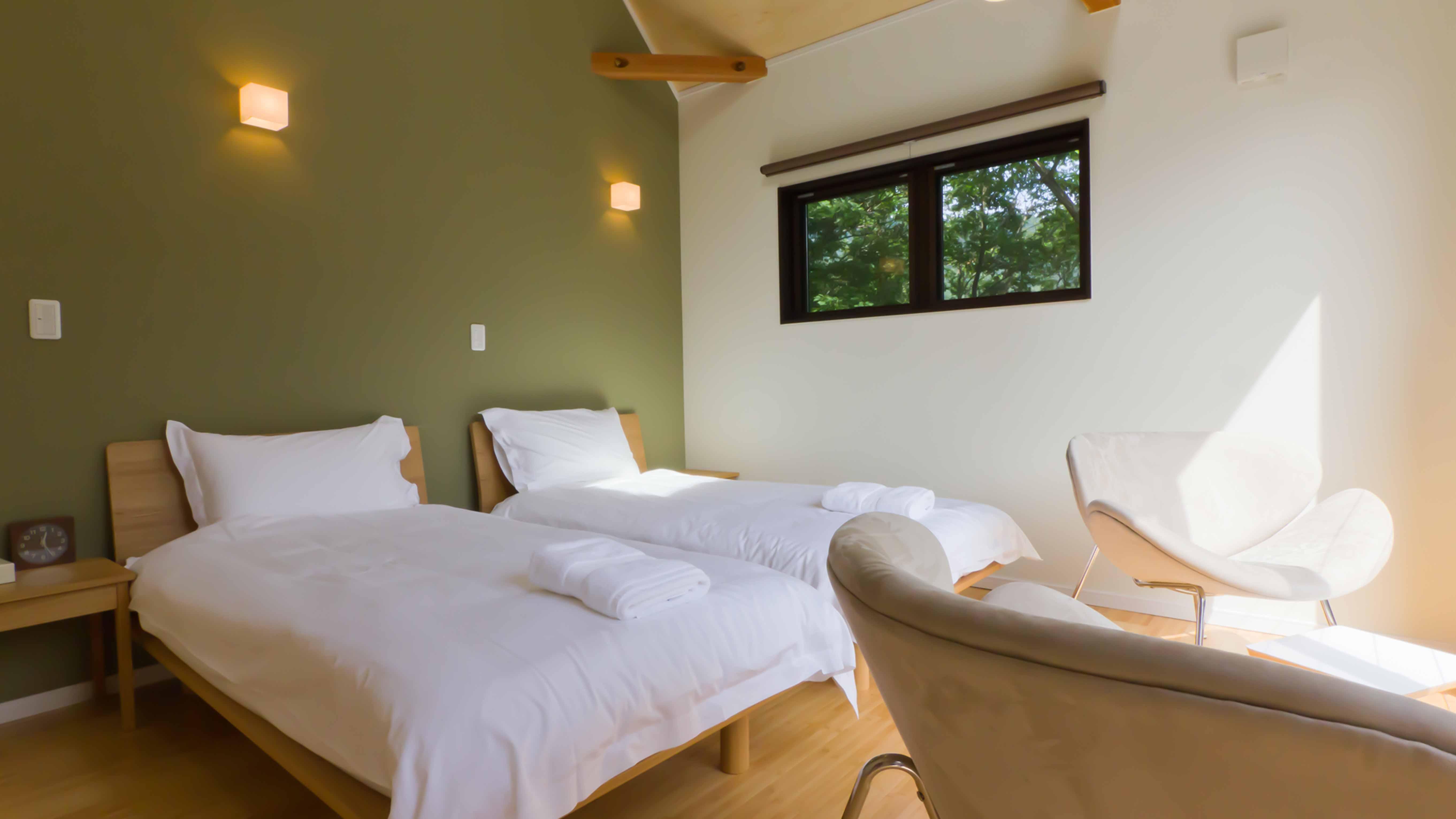 Gakuto Villas – Upstairs Bedroom