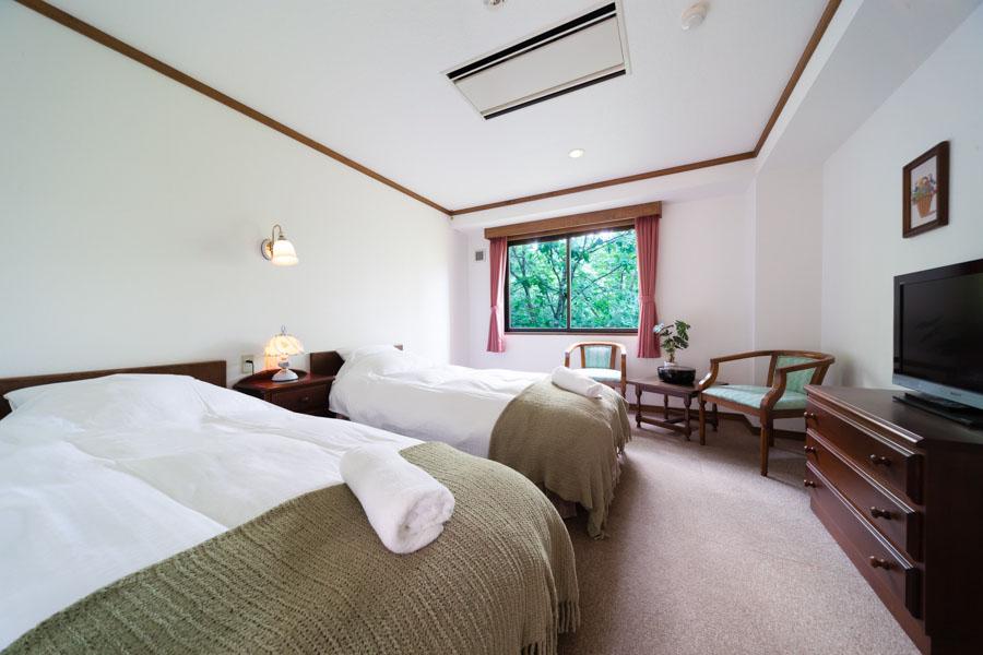 Twin room setting