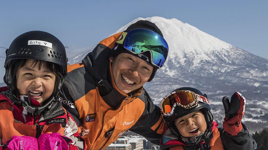 spring_niseko_ski_school_smiles